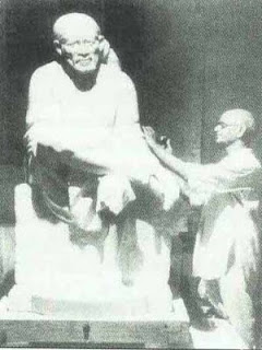Balaji Talim carving the Shirdi Sai Baba statue