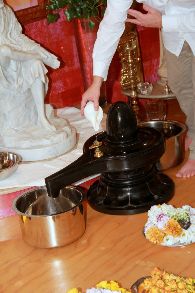 abhishekam of black lingam in front of Shirdi Statue