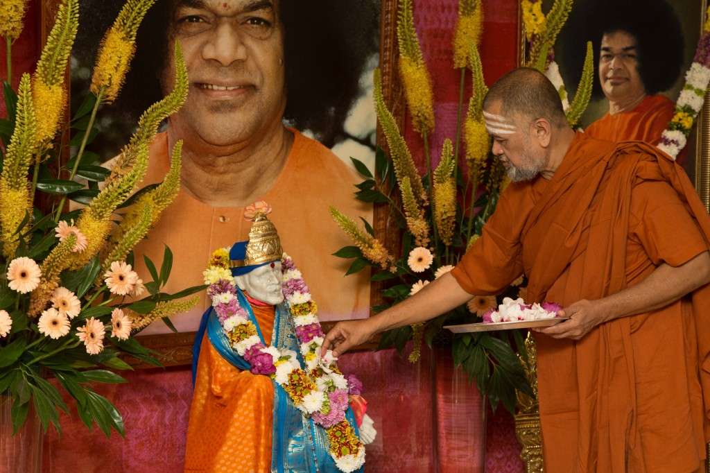 Swami Gopala Krishna Baba decorating the statue of Shirdi Sai Baba in Onderdijk